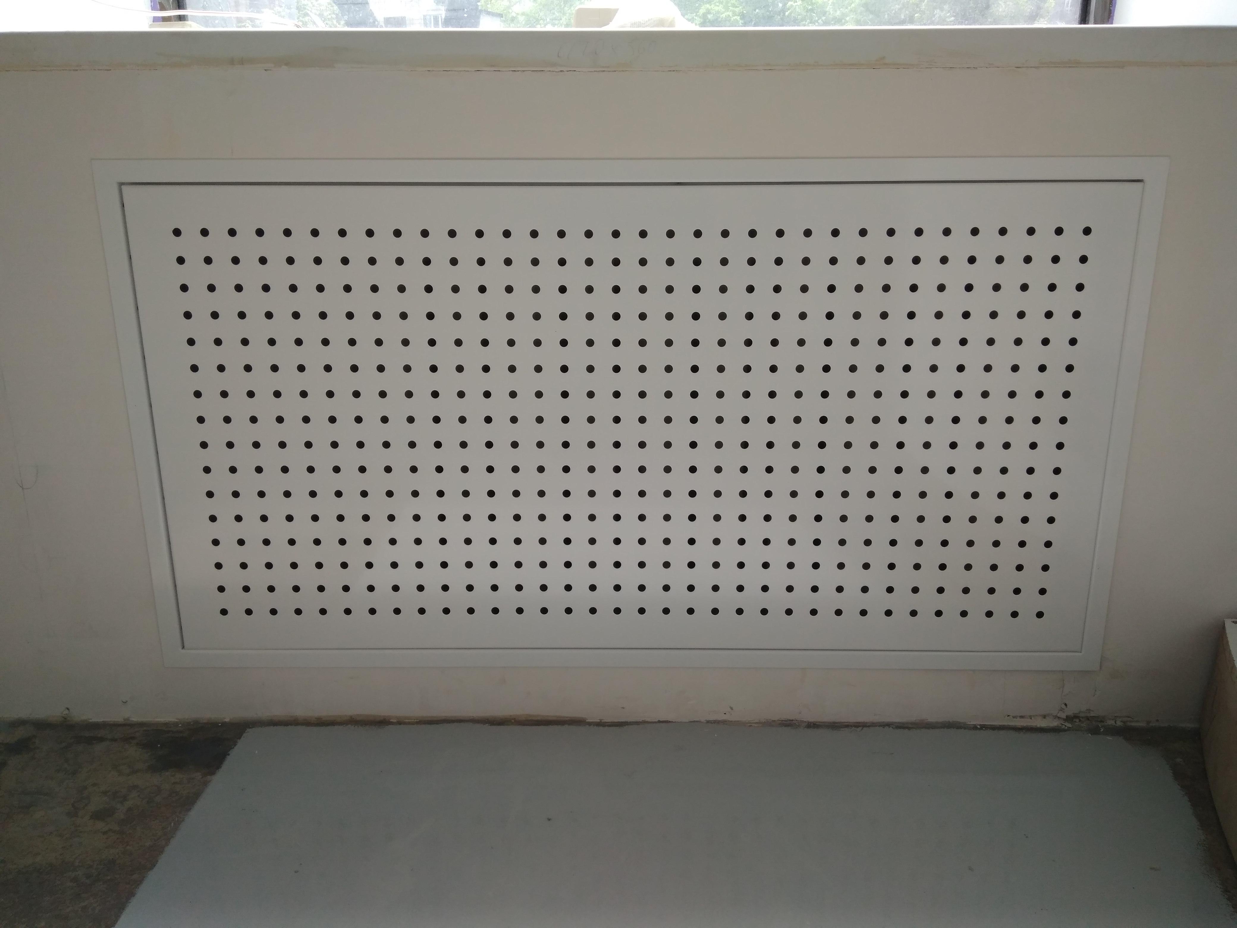 Экран на батарею из металла